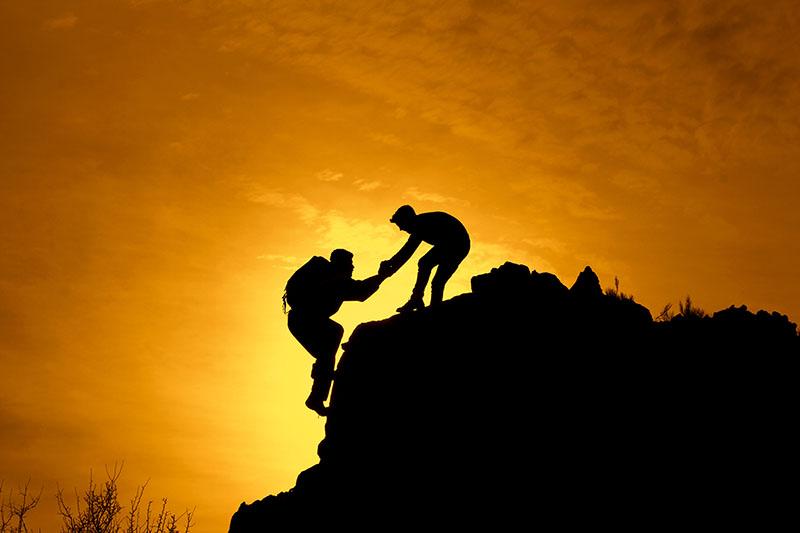 quien ayuda a los demás se ayuda a sí mismo
